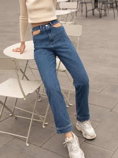 Прямые джинсы с вырезанными деталями