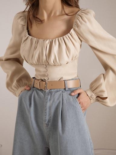 Блузка с квадратным вырезом и объемными  рукавами