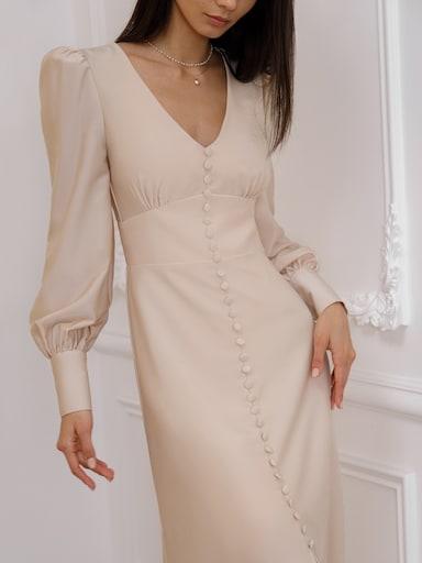 Платье с декоративными пуговицами
